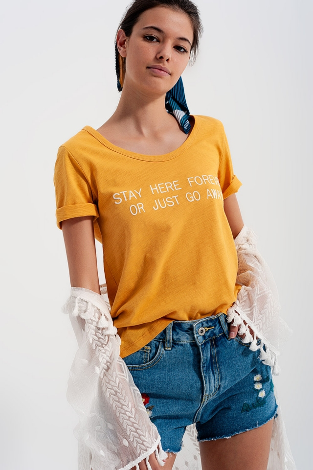 T-shirt con stampa sul petto giallo
