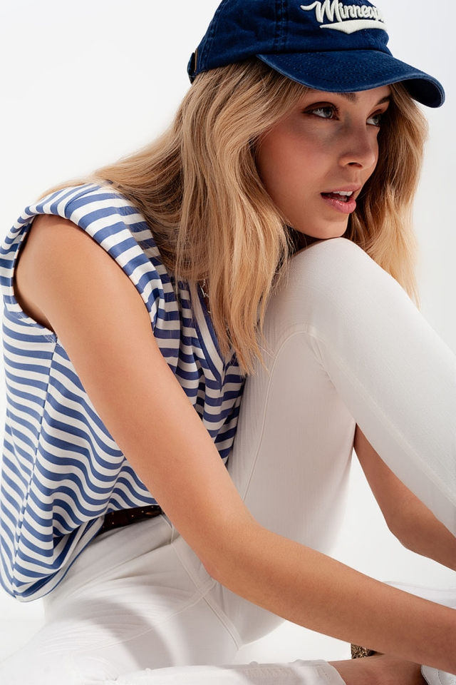 T-shirt senza maniche con spalle imbottite a righe blu