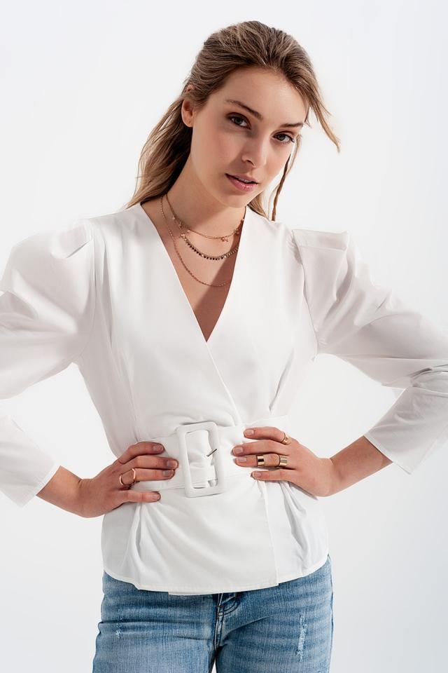 Top a portafoglio con maniche a palloncino e cintura color bianco