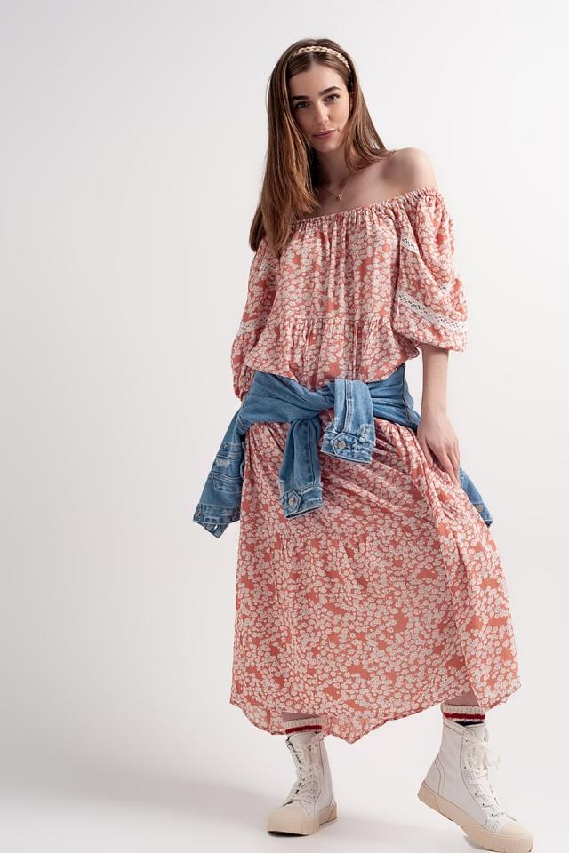 Vestito lungo corallo arricciato a fiori con spalla scesa