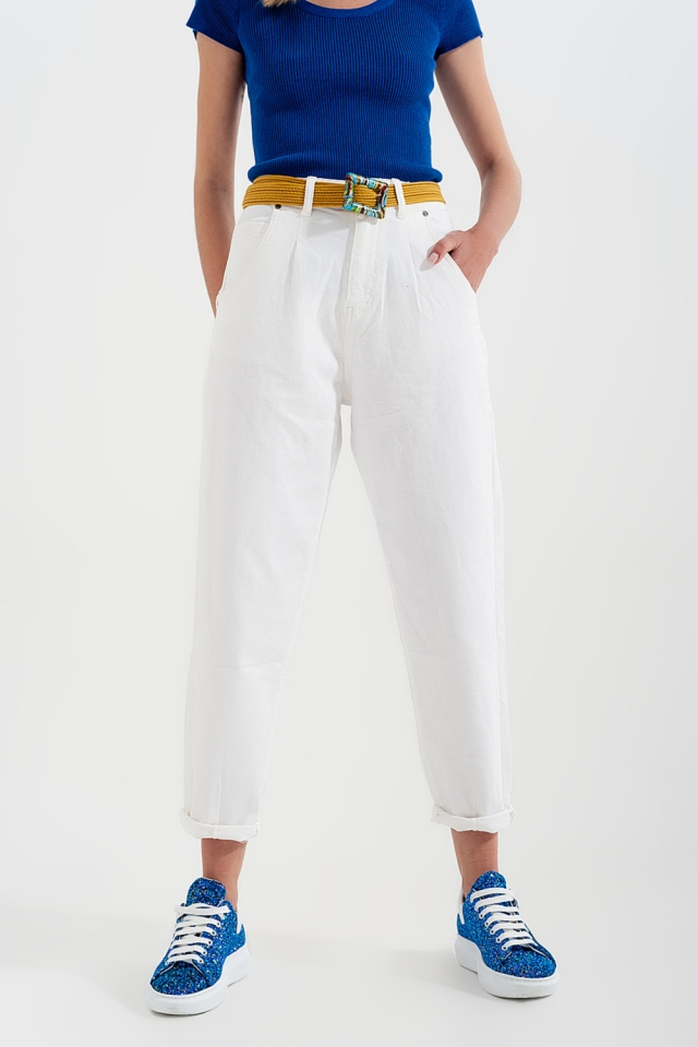 Mom jeans a vita alta con pieghe sul davanti in bianco