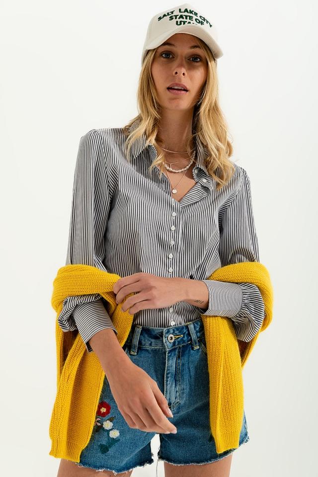 Camicia a righe con maniche voluminose in grigio