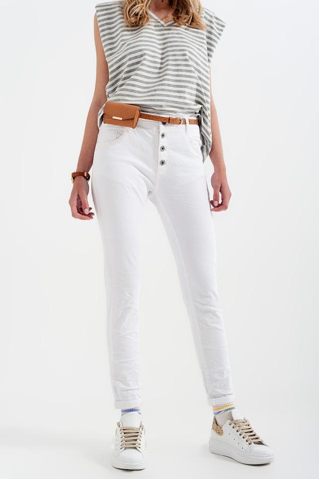 Pantaloni boyfriend bianco con dettaglio tascabile di paillettes