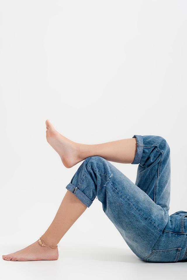 Jeans comodi con strappi laterali colore blu medio