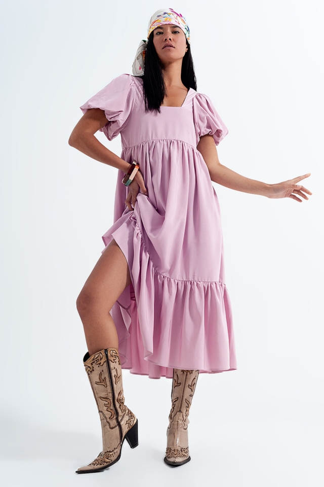 Vestito grembiule lungo rosa a strati con scollo squadrato