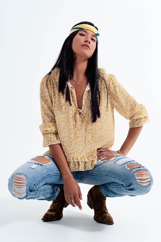 Blusa in chiffon con laccetti davanti e stampa a fiorellini giallo
