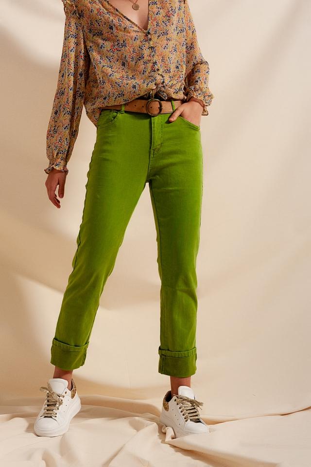 Jeans dritti comodi con risvolto in verde