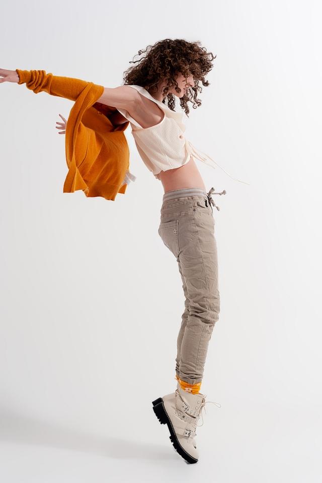 Chino skinny con elastico in vita beige