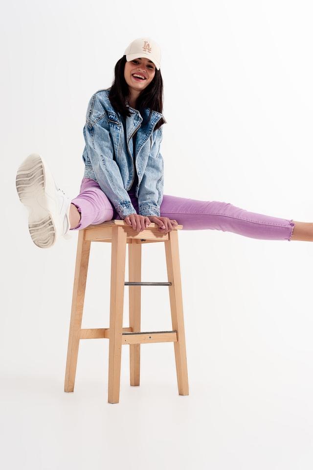 Jeans skinny lilla con fondo effetto invecchiato