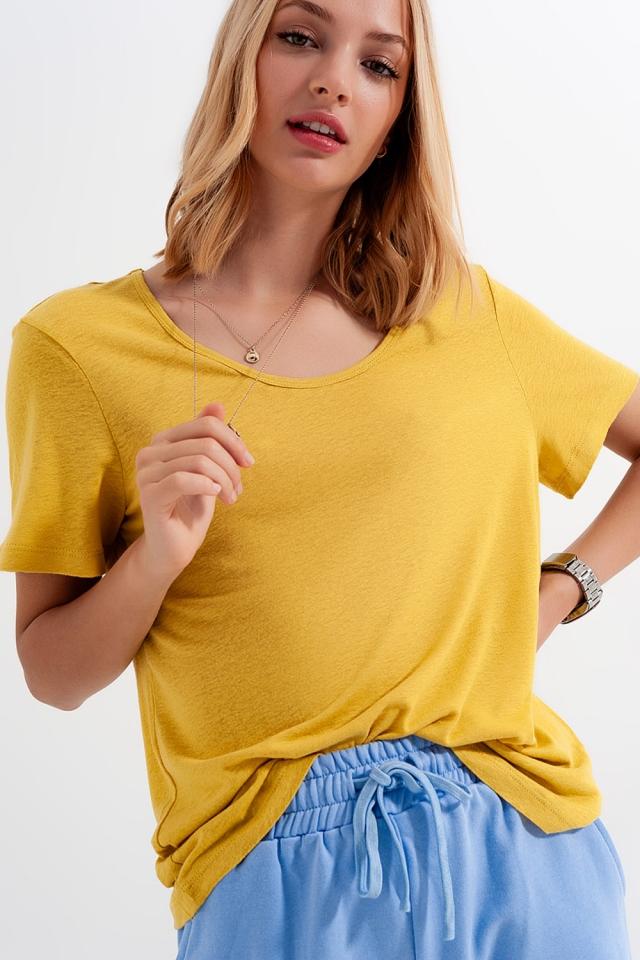 T-shirt giallo in misto lino con scollo rotondo