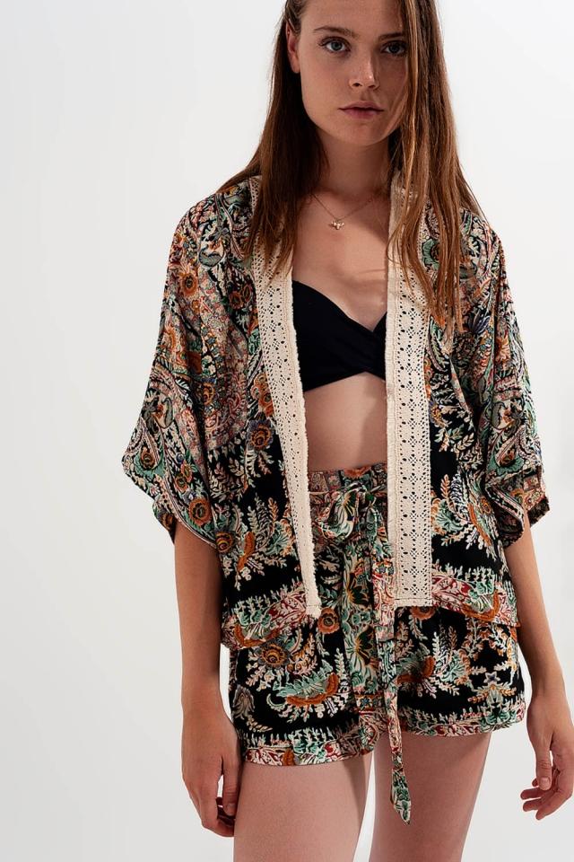 Vestaglia stile kimono in raso con bordi in pizzo colore nero