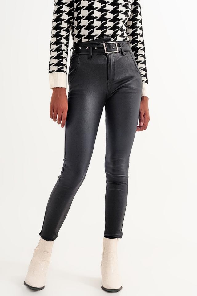 Pantaloni in pelle neri con cintura